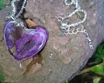A gift between mesh snake and plum Heart Necklace