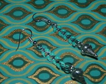 Silver spike chain earrings & ice