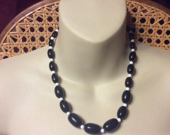 1960s acrylic black and white beads beaded necklace.