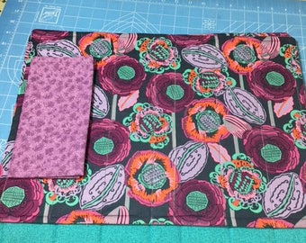 Set of 4 reversible quilted placemats with napkins