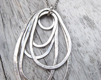 Heavy guage sterling silver overlapping loops pendant on chain (N21)