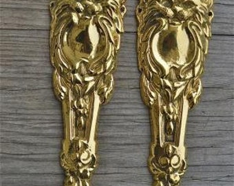 A pair of brass Victorian style lion's head furniture mounts 2001