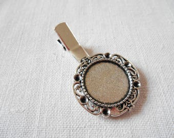A Bobby pin hair clip in antique silver medium round cabochon 20 mm.