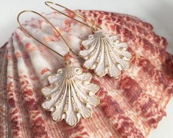 Golden brass and white seashell earrings. Pearl white and gold seashell earrings. Beach earrings. Shell earrings. Summer earrings.