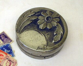 Art Nouveau French pewter Rispal trinket box. Round antique Etain pewter box with repousse daisy flower. Jewelry, candy box, coin dish, pins