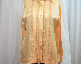 Vintage 1980s Evan Picone light gold hammered satin long sleeve blouse with lace trim size 10