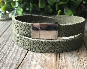 Leather wrap bracelet, woman olive green bracelet, leather woman jewelery, Bohemian bracelet, boho bracelet, woman gift, leather jewelery