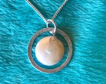 Fine silver circle with large white coin pearl
