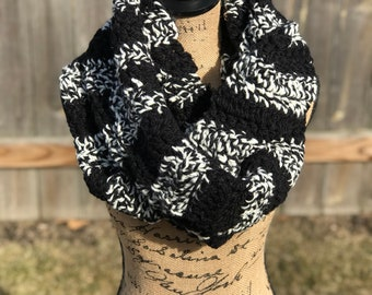 Black and white plush circle scarf! Thick and warm infinity scarf! Crochet infinity scarf-super warm! Black and white scarf. Free shipping!