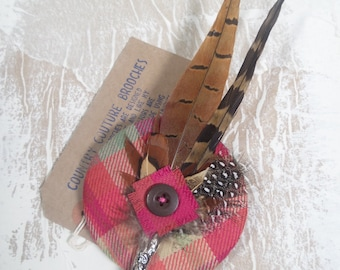 "Tartan and feather brooch ""Cristy"" (can be made in other tartans)"
