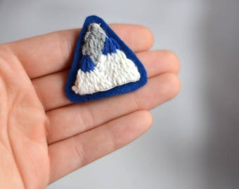 Mountain brooch