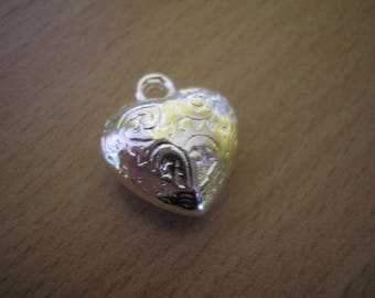 Worked in silver plated puffed heart pendant