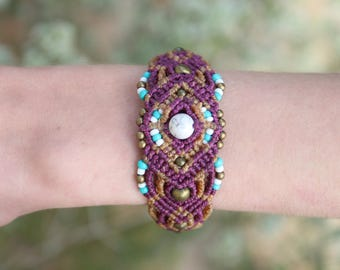 Micromacrame bracelet with brass, stone and glass beads