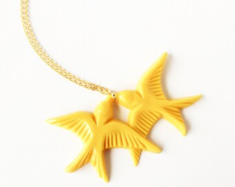 Mustard yellow vintage plastic swallow love birds gold necklace