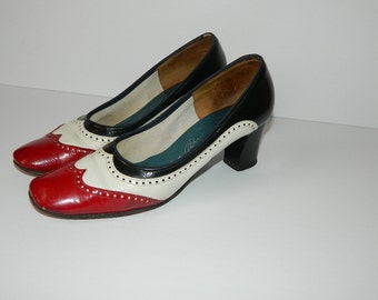 Vintage 1960s Ladies Red White & Blue Leather Spectator Pumps US size 7