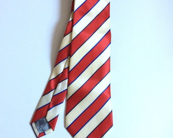Vintage Chloe pure silk ivory white and red striped tie.