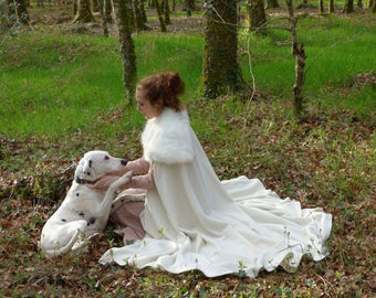 Sales ! Off-white cloak for medieval wedding, made of wool and fur