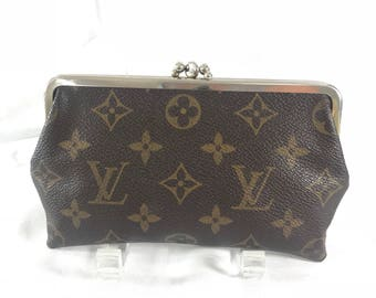 LOUIS VUITTON Rare Hard to Find Authentic Kisslock Coin Wallet Made in USA