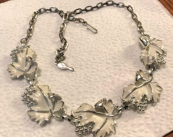 """Vintage 1960's Sarah Coventry """"Whispering Leaves"""" Choker Adjustable Necklace White Enamel Silver"""