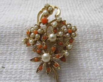 Vintage sweet 50's faux coral and pearl flower  brooch pin  estate find