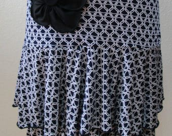 Black and white chain graphic print pattern with 1 black rose decoration front side plus made in USA (vn13)