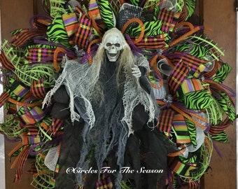 Skeleton wreath, Halloween wreath, spooky wreath, front door wreath, skeleton decoration, Halloween door decor