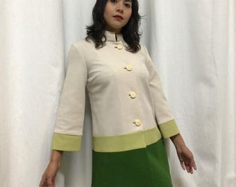 Vintage 100% Polyester Beautiful Coat MOD Style Perfect for Winter