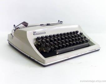 Vintage Typewriter Contessa DeLuxe / Gray Portable Typewriter 60s
