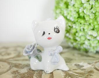 Vintage Ceramic Big Eyed Kitty Figurine // Retro // Antique // Cat // Eyelash // Flower // Decor // MCM // Mid Century Modern // White //