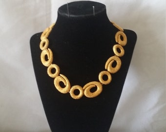 An Elegant Gold Matter Round Spiral Necklace*******.