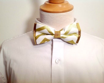Adult bow tie, white with gold chevron