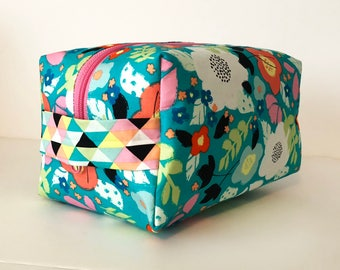 Large Waterproof Cosmetic Bag. Makeup Bag. Cute Colorful Floral Print Bag. Toiletry Bag. Zippered Bag.