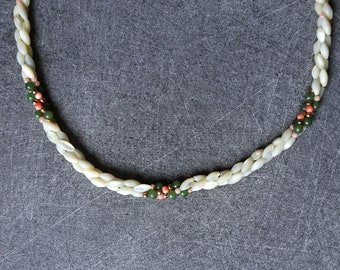 Pearl necklace, 3 twisted strands