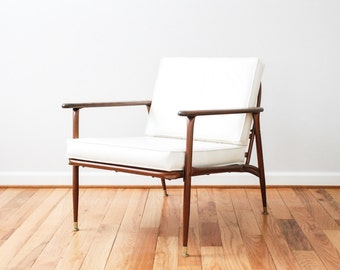 mid century chair, danish chair, mid century lounge chair, modern chair, beautiful white mid-century arm chair, Viko Furniture Corp, vintage