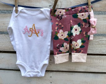 Newborn Outfit, New Baby Outfit, Baby Girl Outfit, Baby Bodysuit and Pants,