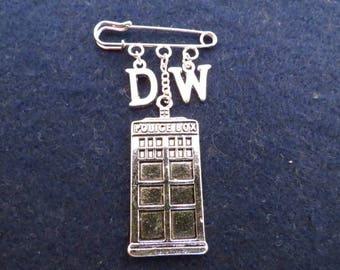 Doctor Who Time Traveller kilt pin brooch (38mm)