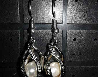 Pear drop earrings with white pearls