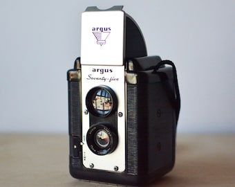 Argus Seventy-Five Vintage Camera 620 Film Camera with Leather Case