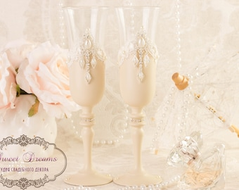 Champagne wedding flutes Wedding ivory glasses Toasting Flutes Champagne Flutes Bride and Groom Wedding glasses