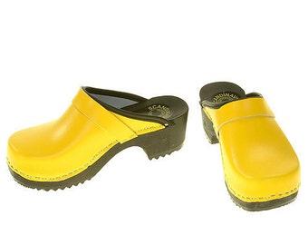 Clogs yellow