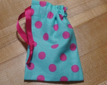 Turquoise and Pink Polka Dot Drawstring Bag (iheartpinbags.com)