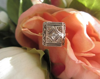 Antique Art Deco Gold and Diamond Ring