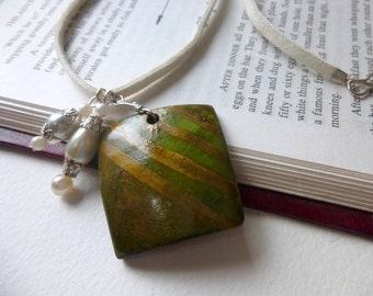 Pendant Necklace, Wooden Pendant necklace, Green pendant necklace, Charm necklace, Coconut shell necklace, Eco friendly jewelry, Jewellery