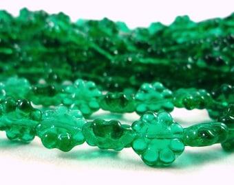 20 Czech glass beads, Emerald flowers, 9mm (Ptch39)