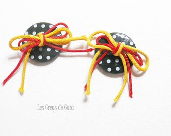 2 x customized buttons, cotton rope knots
