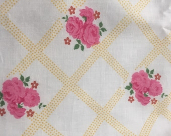 "VINTAGE 1940's COTTON FABRIC Roses and Lattice yardage 48"" x 35"" wide Y-130"
