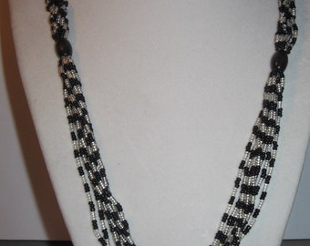 Black and white Glass Bead Necklace Costume Vintage Jewelry #b25