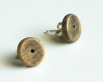 Dot everyday earrings in bone