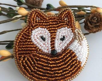 Sleeping Fox Brooch, Beaded Fox Pin, Cute Birthday Gift, Idea for Fox Loving Best Friend, Colleague, Woodland Animal Jewellery