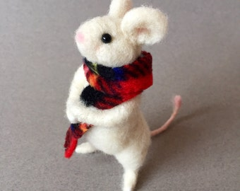 Felted mouse, needle felted mouse, wool felt animal, cute animal, wool felt mouse, felted animal, needle felted animal, mouse gift,mousefelt
